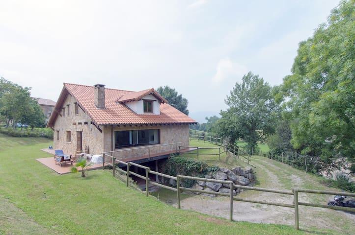 Preciosa casa en Cabarceno - Penagos - Huis