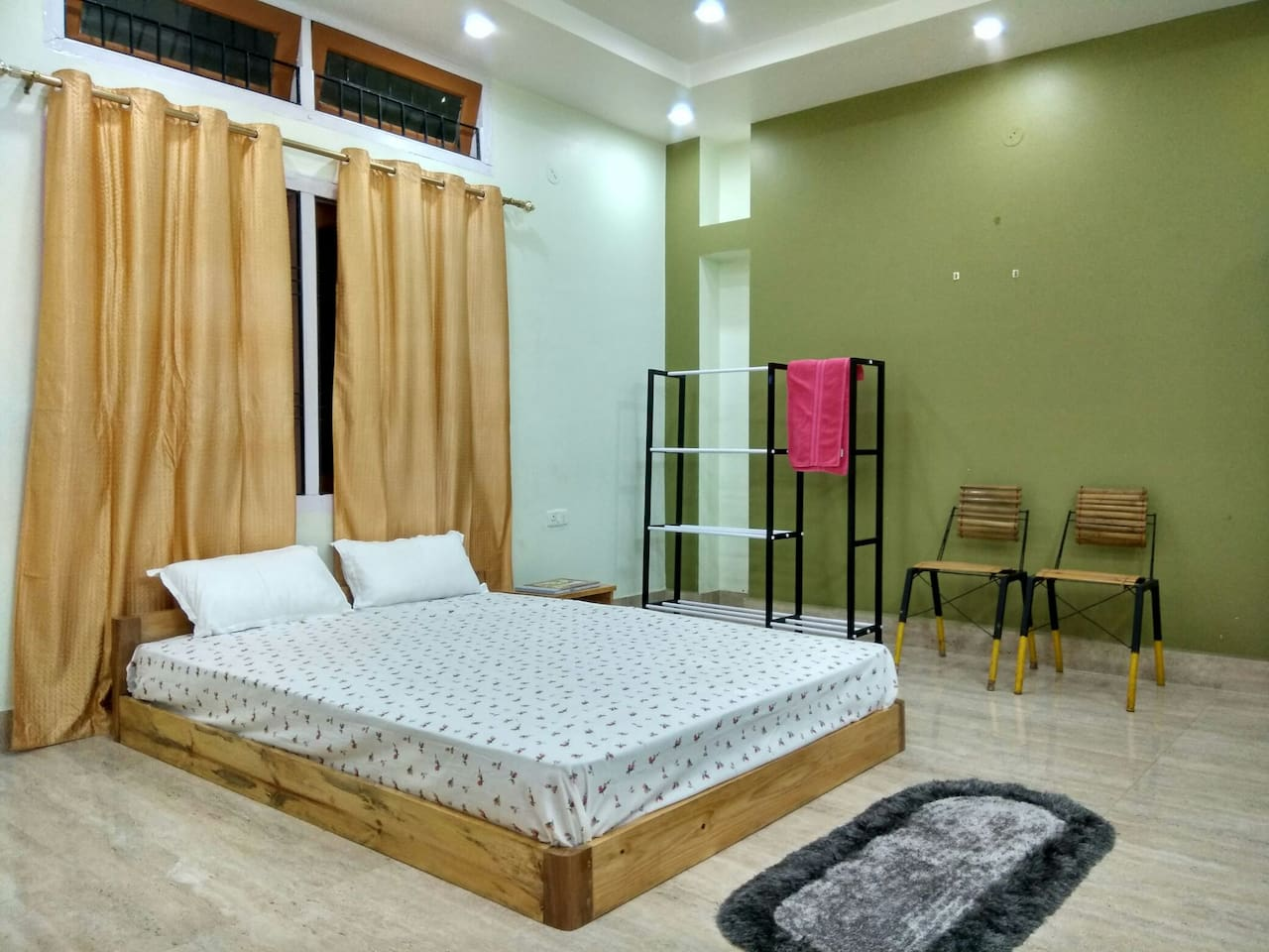 Bedroom: Queen sized low height perky bed fitted with 6 inch spring mattress.  Room Size: 210 Sqft.