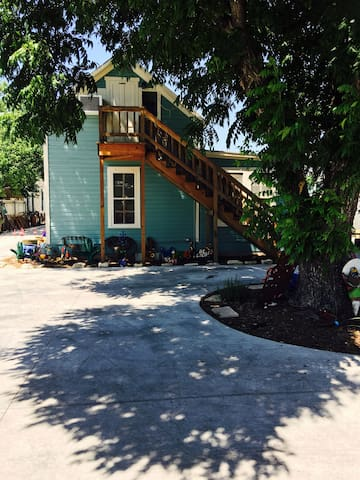 Charming Studio on Main St! - Fredericksburg