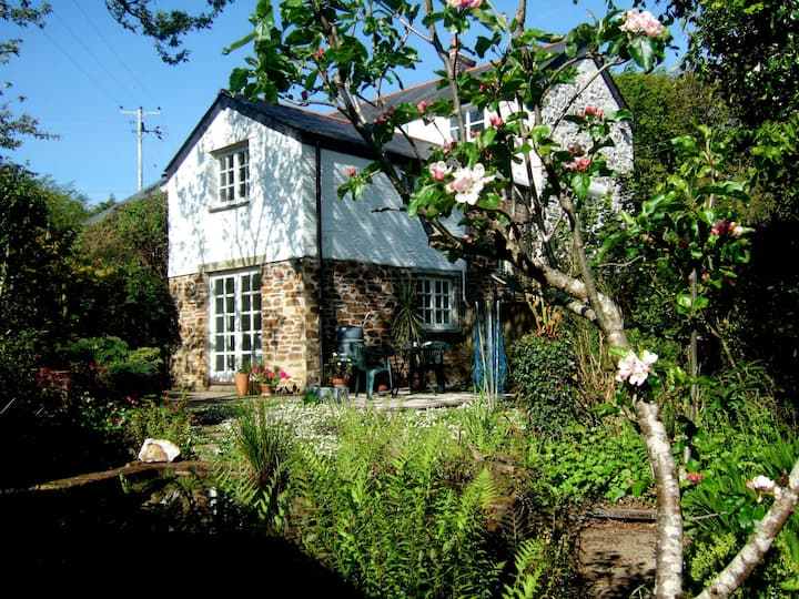 Lostwithiel. The Garden Cottage.