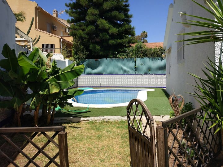 Beautiful home with private garden & swimming pool
