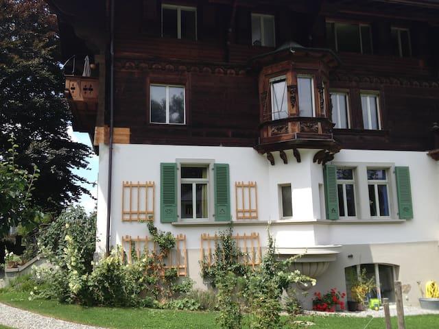 Gästezimmer in Jugendstilchalet - Spiez - Apartamento
