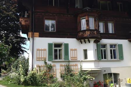 Gästezimmer in Jugendstilchalet - Spiez - Apartament