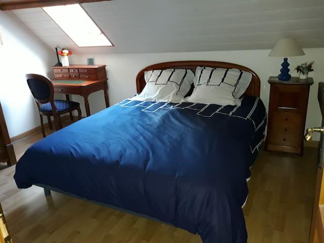 La chambre bleue marine,15 mn mer