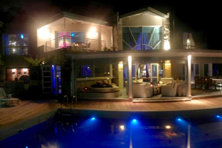 EXCLUSIVE MANSION for VIP Hollidays W/Private Pool