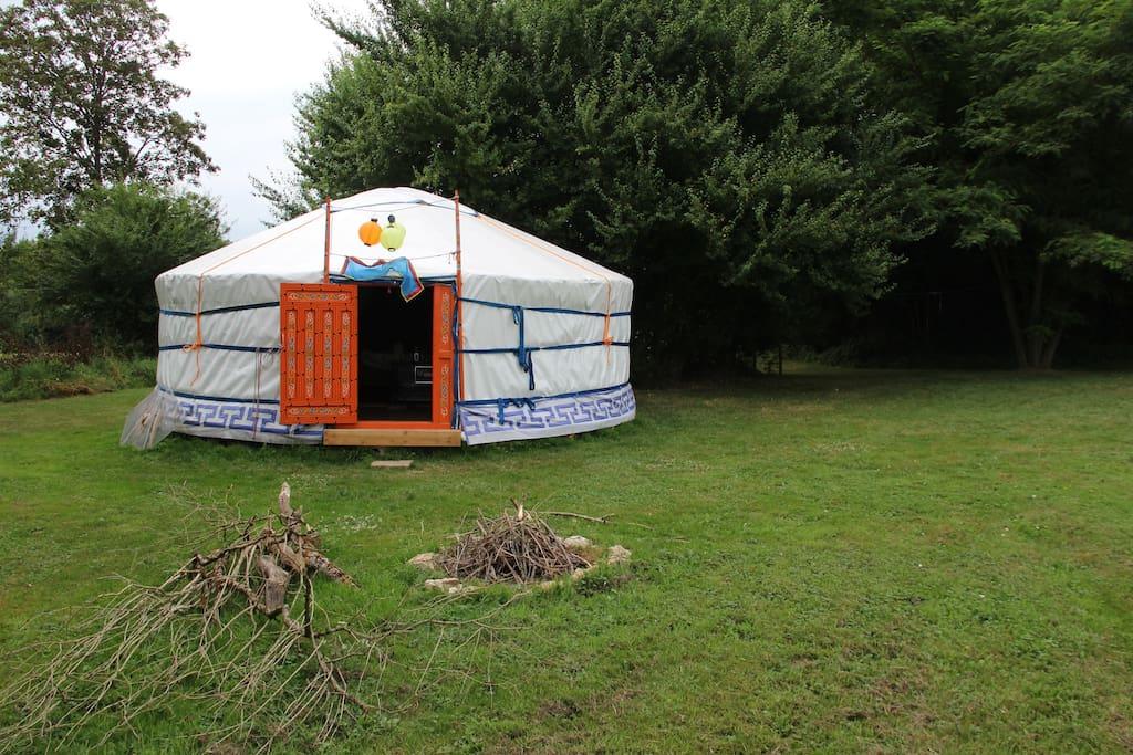 Yurt met vuurplaats