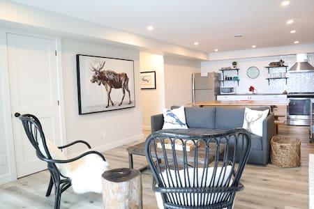 Chic Lake Rosseau Guest Suite