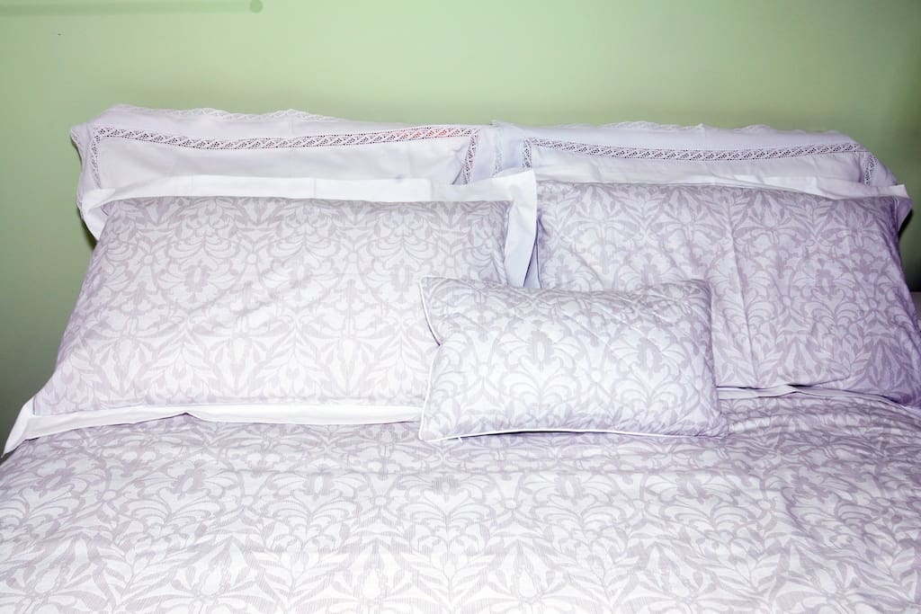 Crisp luxurious Bed linen in all our rooms.