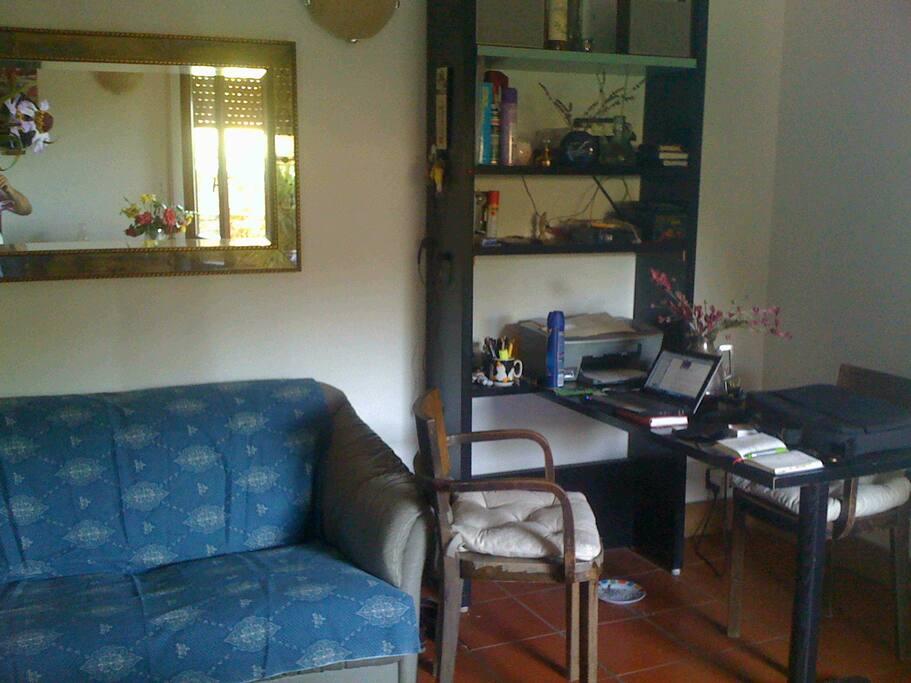 angolo studio nel salone