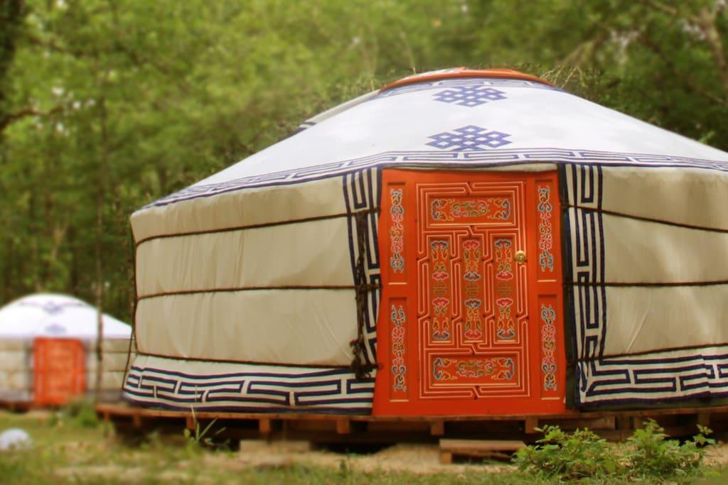 nuit insolite dans une yourte 1 yourtes louer vaylats midi pyr n es france. Black Bedroom Furniture Sets. Home Design Ideas