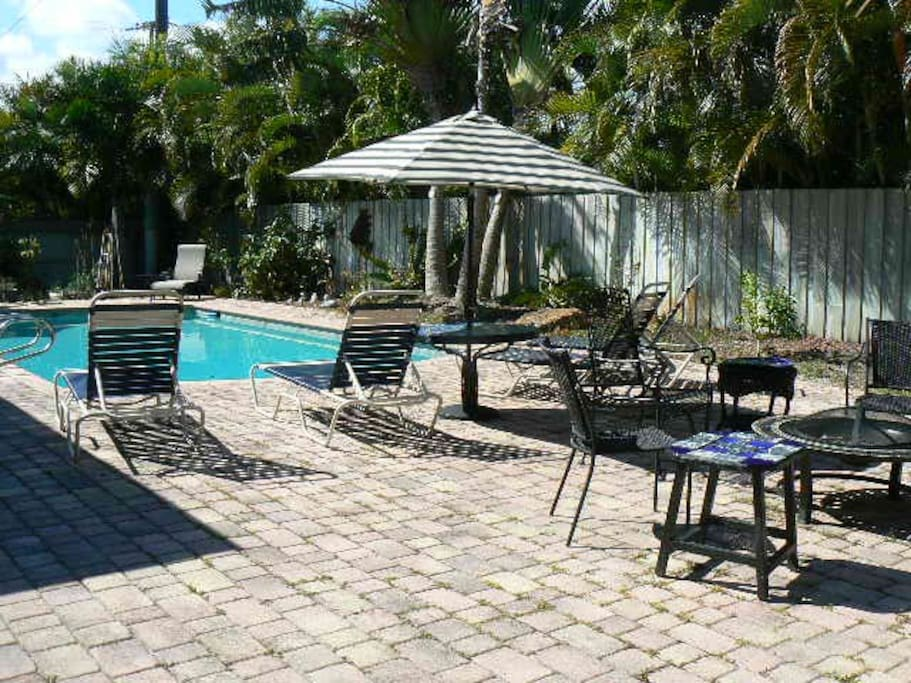 Private master w bath and pool houses for rent in fort for Bath house florida