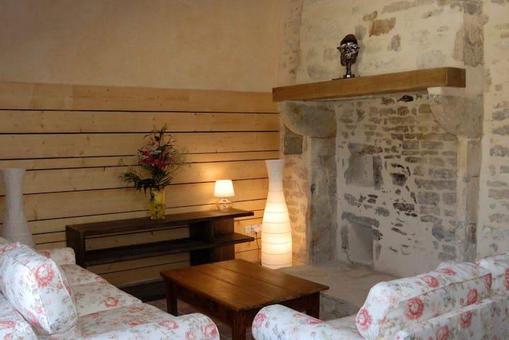 Maison de charme en Auvergne  - Bellenaves - House