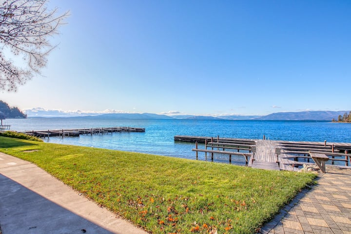 Inviting studio w/ lake & mountain views, access to shared dock, & boat slip!
