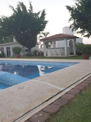 """Villa """"Vista brisas"""" El mes renta de 8mil-pesos"""