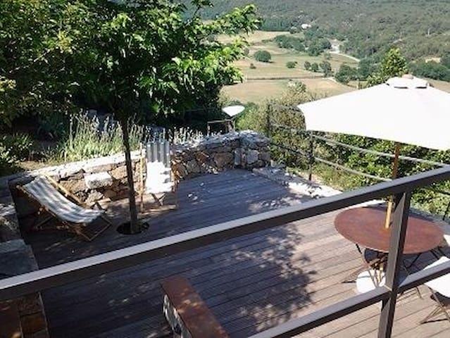 Jolie maison de village avec vue - Ampus