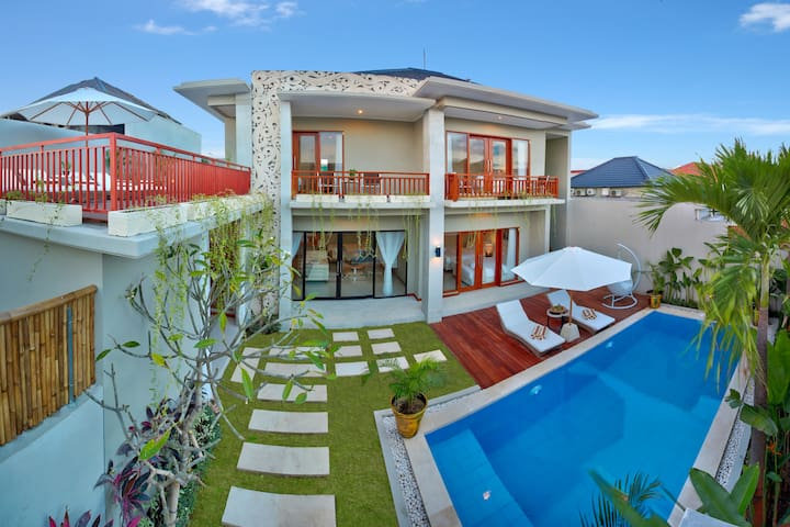 Water Slide Villa with Rooftop Basketball 2