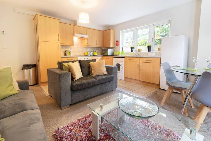 The shared lounge,dinning area and kitchen and the Manor Apartments Serviced Accommodation Headington Oxford.