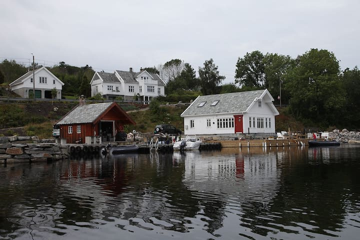 Koseligt hus ved sjøen i Straumen. - Haugesund - Kulübe