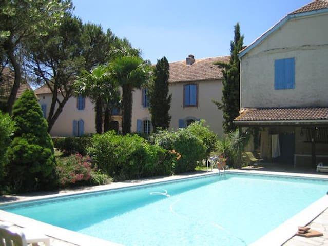Grande maison de charme béarnaise - Lamayou - Casa