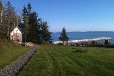 Waterfront Cabin 75 ft from water - Tremont - Chalet
