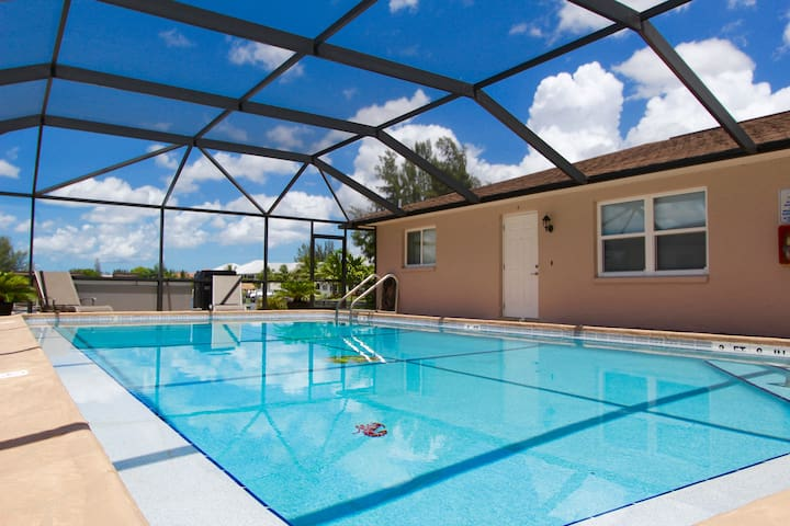 Cozy Apartment U/2 Lakeview Villas - Cape Coral - Apartment
