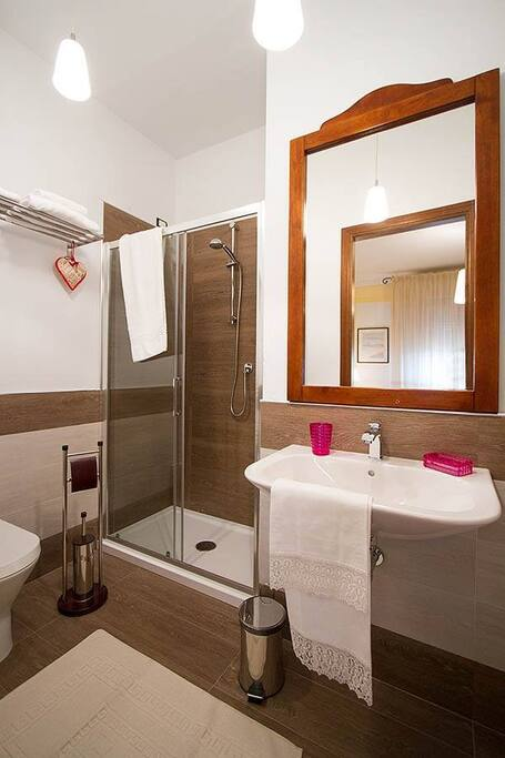Another gem from villa rosa d venti wohnungen zur miete for Planimetrie della master suite
