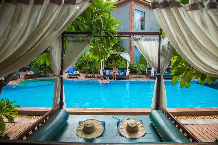 Fresh Water Outdoor Swimming Pool