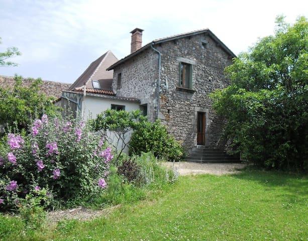 Holiday cottage in north Dordogne