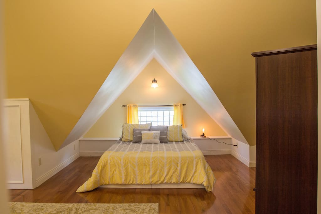 The split queen under the east gable can be configured as one queen or two narrow twin beds.