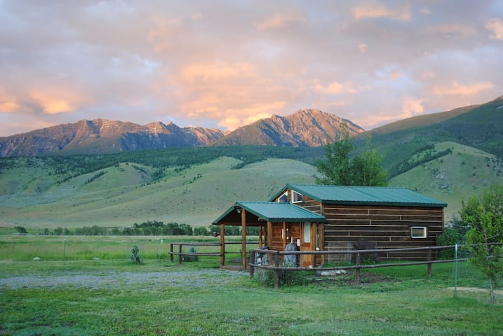 Dexter Peak cabin, elegantly rustic near YNP/Chico - Livingston - Cottage