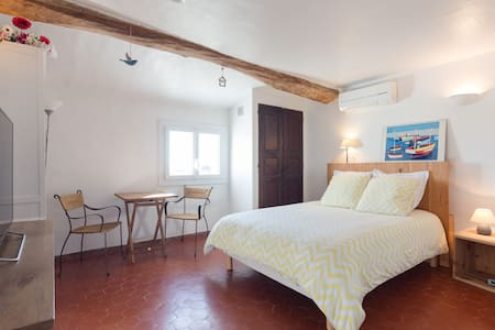2 rooms, center of a small village near to Cannes