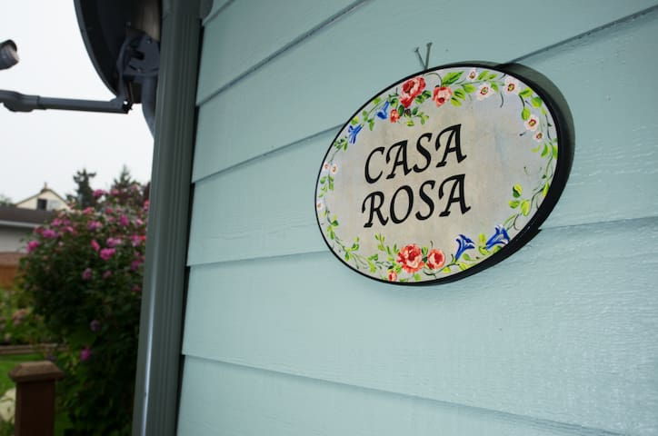 Casa Rosa-Cottage-Just steps from the beach!!