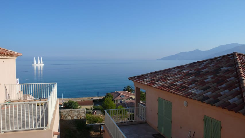 House with sea view and near beach - Saint-Florent - Huis