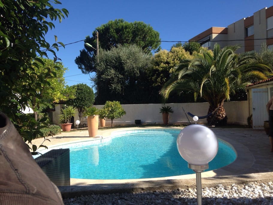 Villa tout confort avec piscine maisons louer le - Location cote d azur avec piscine ...