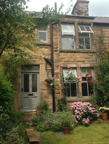 Traditional Cottage near Chatsworth - Baslow, Near Bakewell - Penzion (B&B)