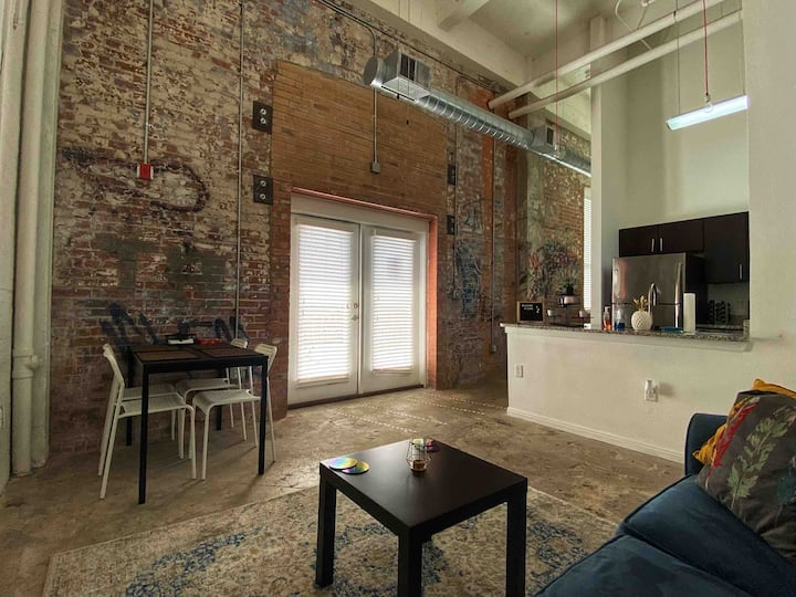*CLEAN* Downtown Loft- Skyline - 1 mi to Riverwalk