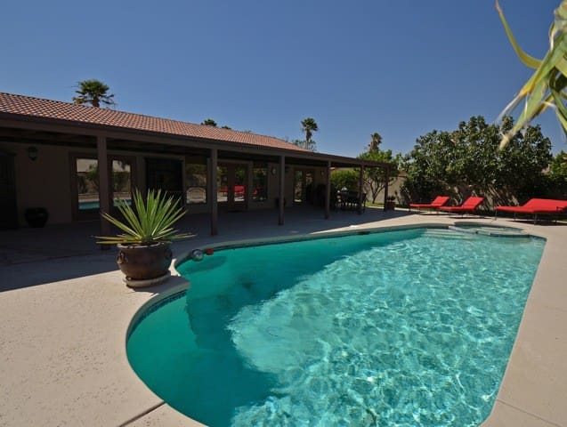 Gorgeous Casa Abril Pool Home - Cathedral City - Casa