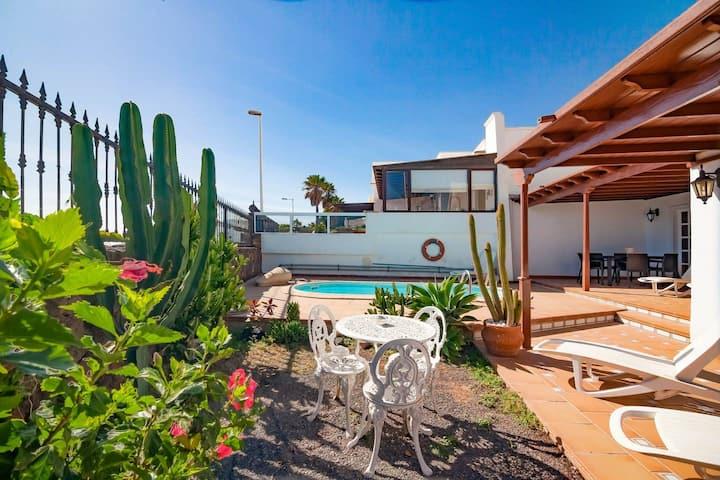 Villa con Piscina en el corazón de la isla