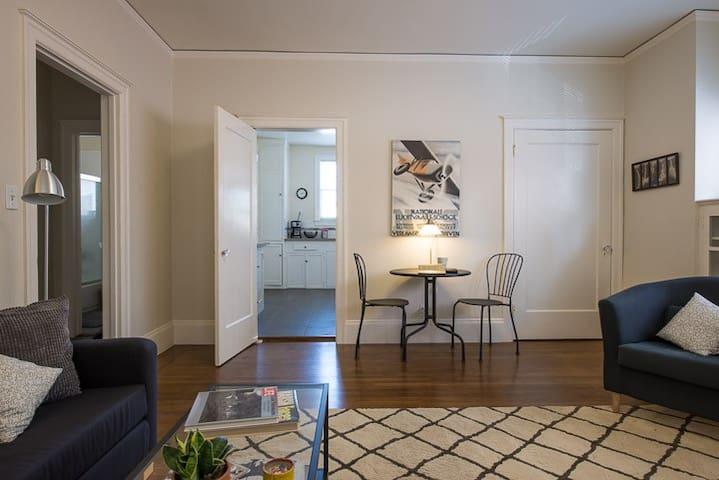 Sunny Temescal Apartment, near Bart