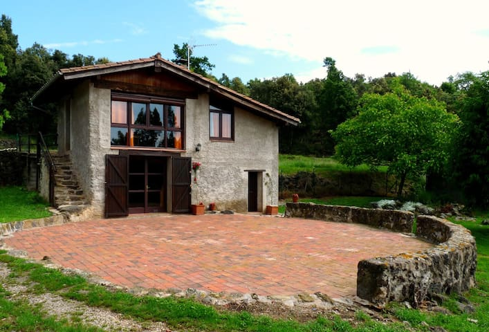 Rustic cottage in natural park  - Olot - Cabin