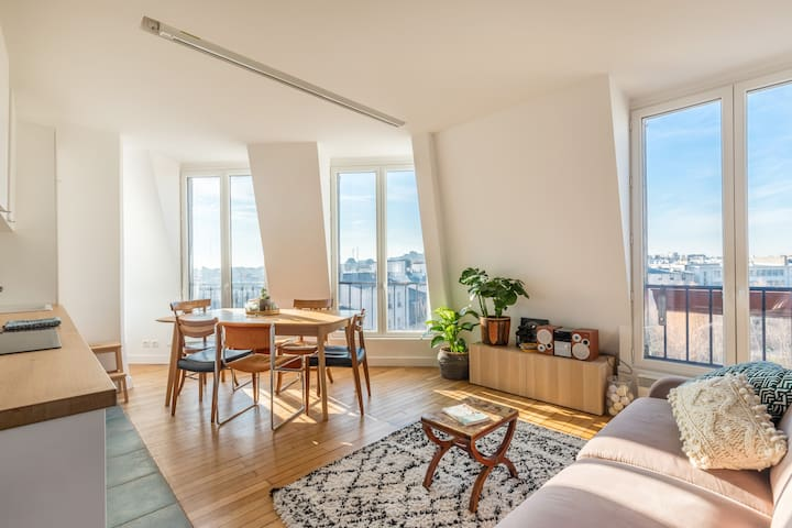 Zen apartment with a wonderful view on Montmartre