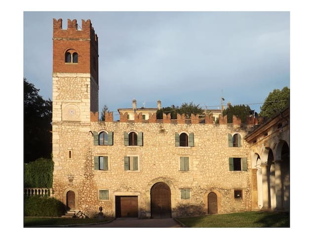 Ancient little castle by Verona - Verona - Flat