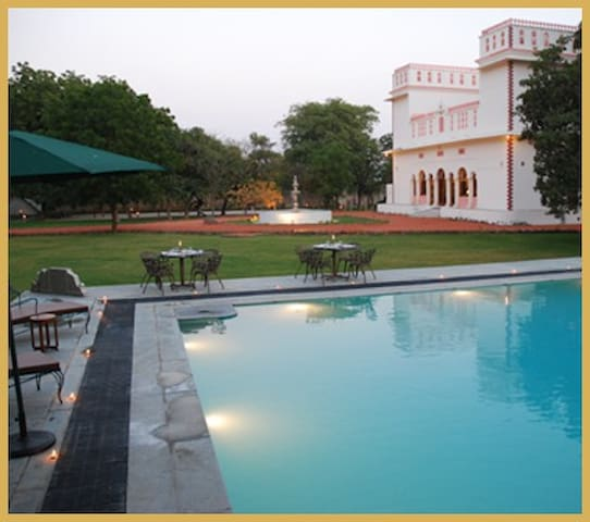 'burj' room  - Vaijapur - Villa