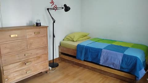Bright Cozy Room For Up To 2 People
