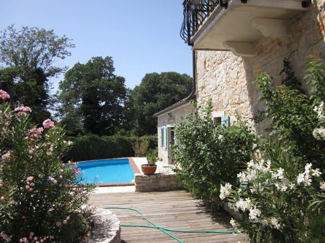 Romantisches Steinhaus mit Pool - Poreč