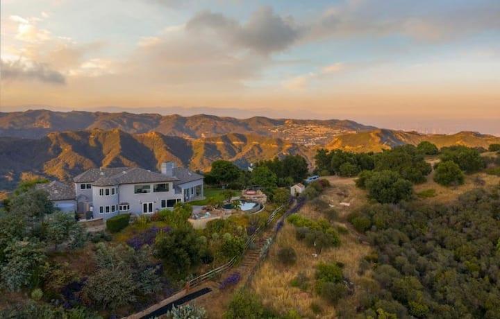 Incredible Malibu Hills Unic Retreat