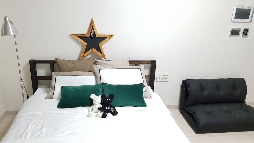 5min walk; Haeundae beach view ; Great location - Haeundae-gu - Daire