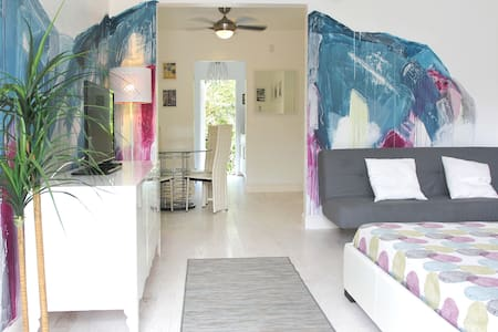 *OCEAN STYLE APARTMENT - Steps From The Beach* - Miami Beach - Apartament