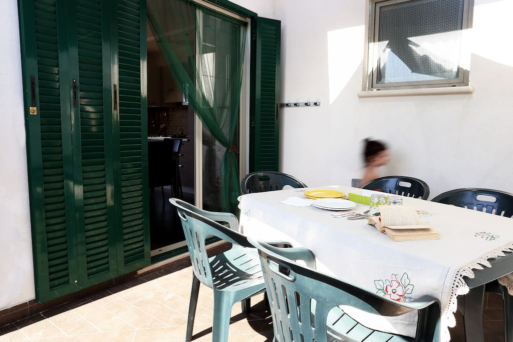 veranda su cui si apre il soggiorno