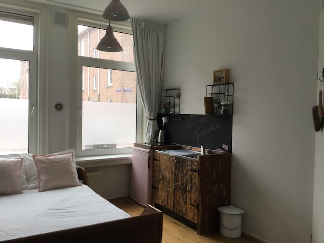 One of a kind studio, upcoming area. - Amsterdam - Daire
